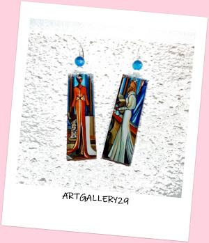 Boucles d`oreilles artistique, stylisée, peinture fait main femme colorée en longue robe
